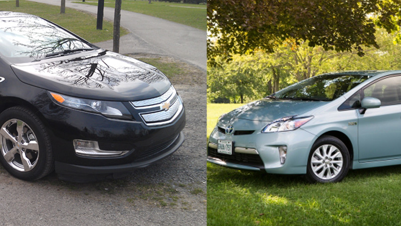 comparatif chevrolet volt 2013 vs toyota prius phev 2013. Black Bedroom Furniture Sets. Home Design Ideas