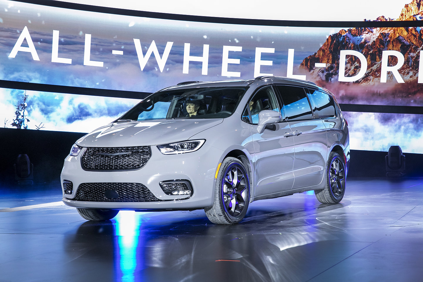 2021 Chrysler Pacifica AWD 2020 Chicago Auto Show