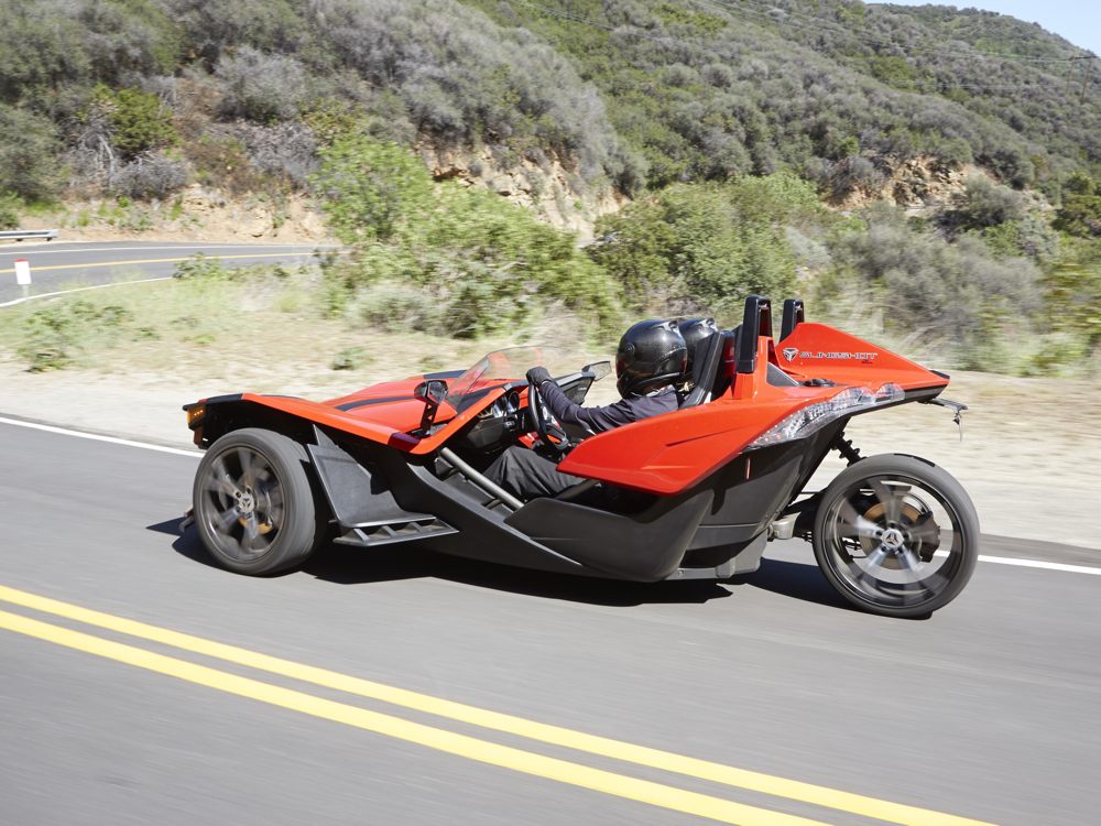 polaris slingshot une b te sur 3 roues ecolo auto. Black Bedroom Furniture Sets. Home Design Ideas