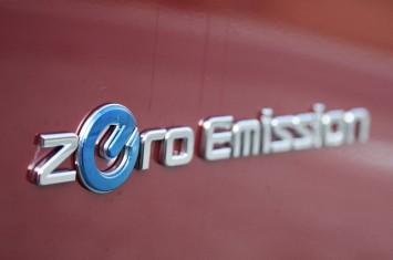 2012-nissan-leaf-zero-emission-badgejpg-355x235