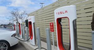 Inauguration des superbornes Tesla à Drummondville par le Club Tesla