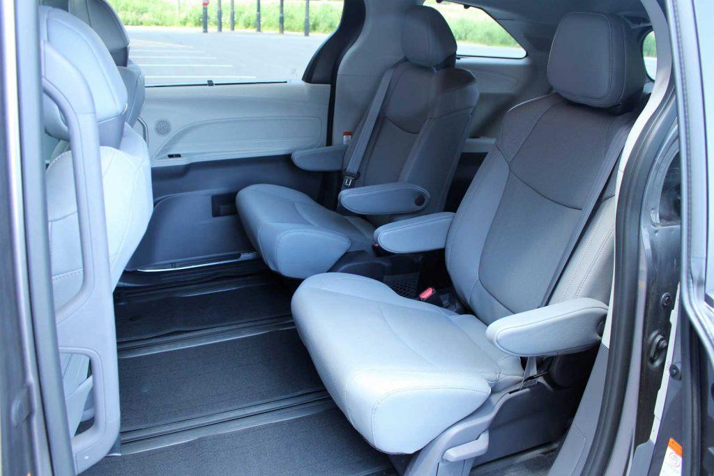 2021-Toyota-Sienna-Limited-AWD-08-MD