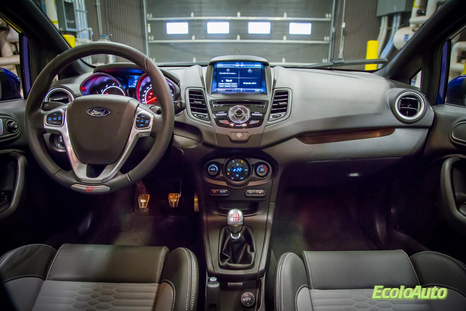 Ford-Fiesta-ST-2014-37