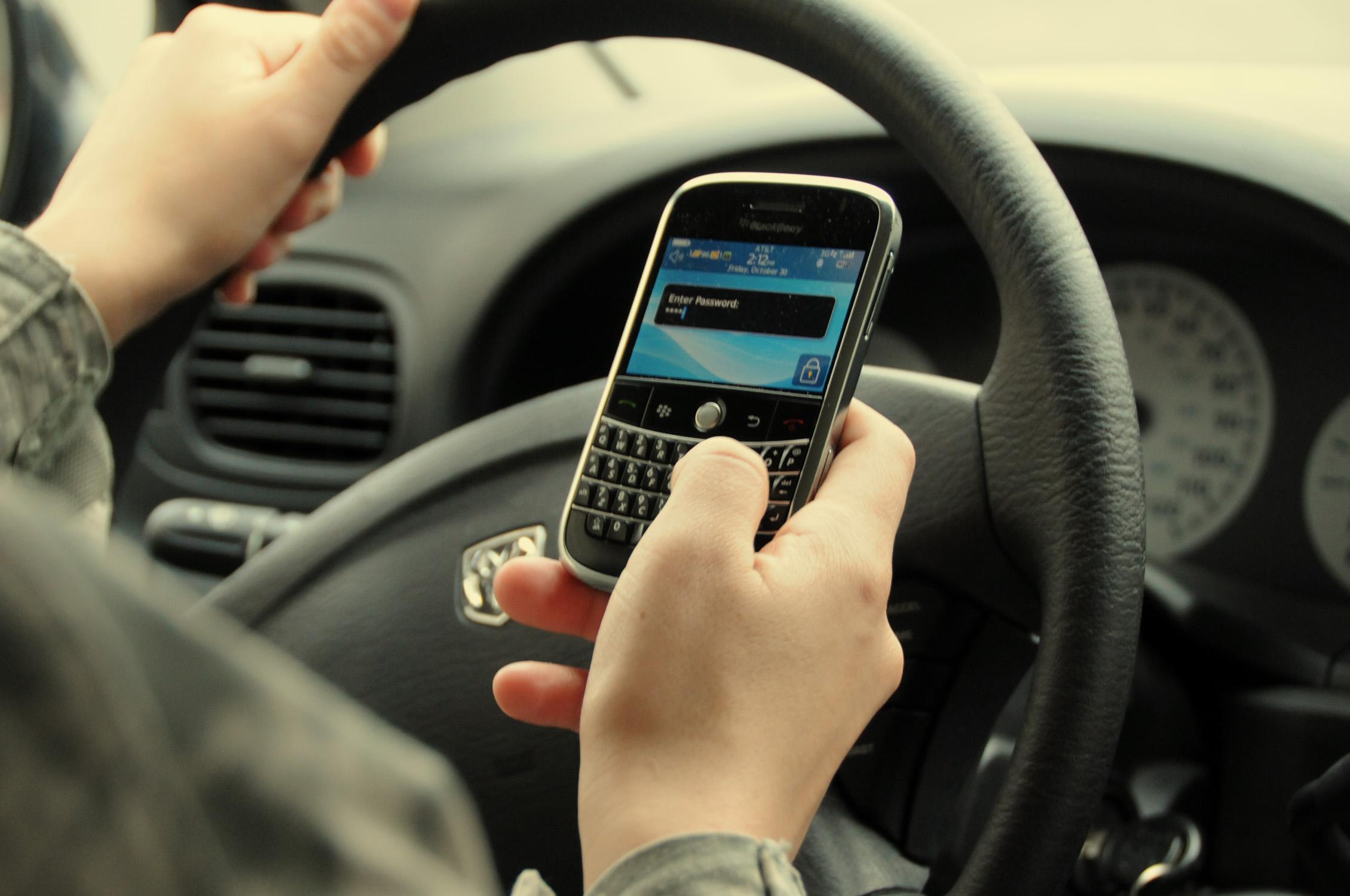 cellulaire-au-volant